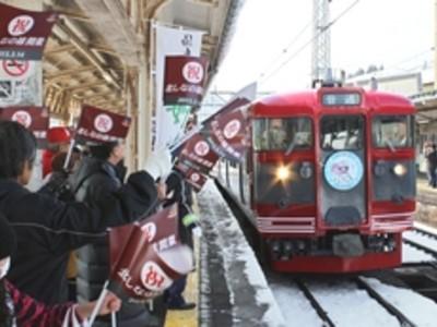 ようこそ「しな鉄」 妙高高原駅で受け入れ式