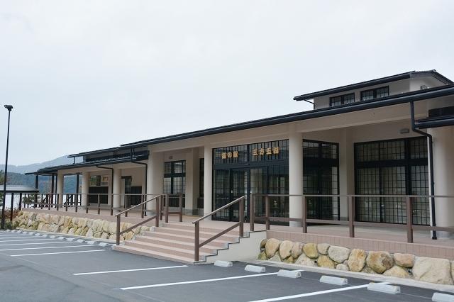 21日にオープンする道の駅「三方五湖」の観光交流センター=福井県若狭町鳥浜