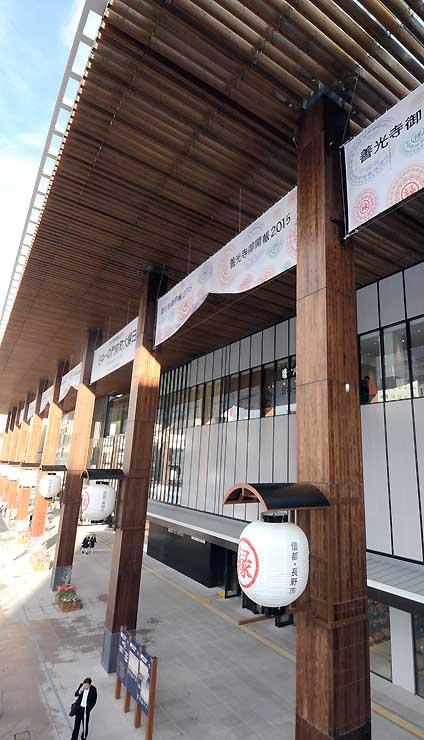 愛称を募集するJR長野駅の大びさしと列柱