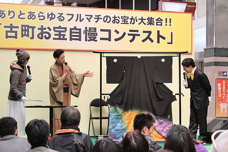 各店が自慢の一品を紹介した「お宝自慢コンテスト」=21日、新潟市中央区