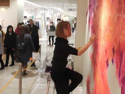県都の玄関口、長野の色に染める 千曲の越さん、壁画制作