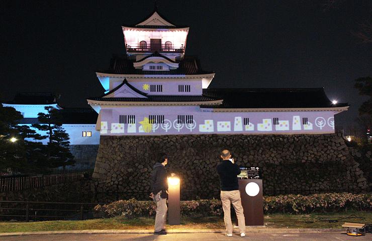 富山城を彩るプロジェクション・ライティングのテスト投影=富山市本丸