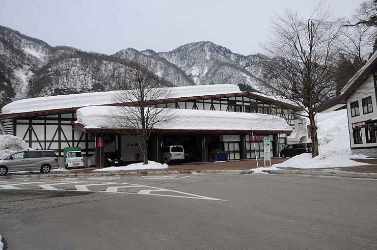 立山博物館への無料送迎バス運行が決まった立山駅=立山町千寿ケ原