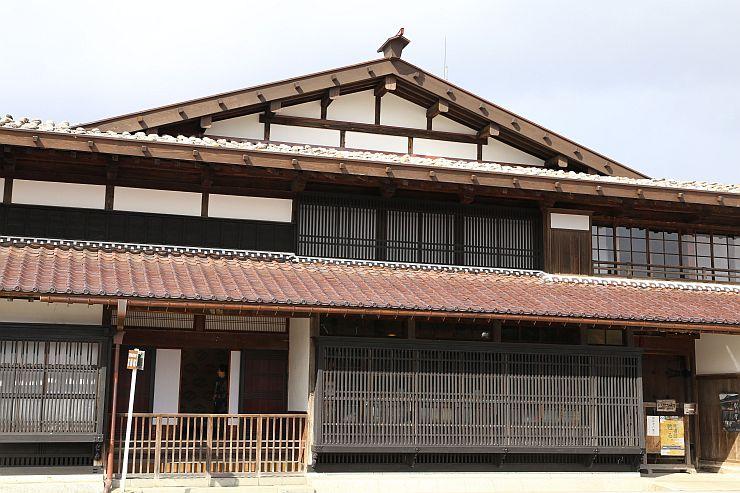 大改修を終え、5日に一般公開される渡辺邸=関川村