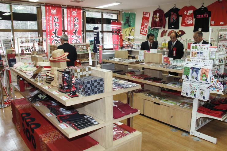 広くなった「ゆきむら夢工房」の展示・販売スペース