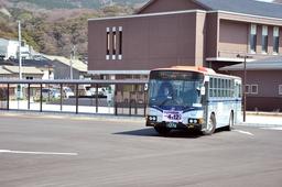 相川支所と一体で整備されたバスロータリーは、観光循環バスの発着点となる