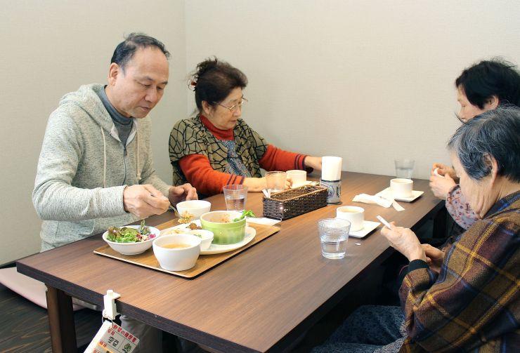 地元野菜を味わうことができる農家レストラン「ファーマーズテーブルあい」=胎内市