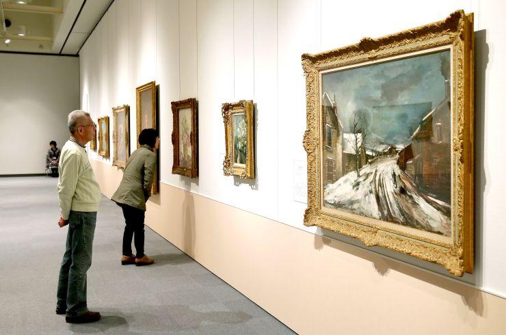印象派を中心とした作品を集めた絵画展=18日、長岡市