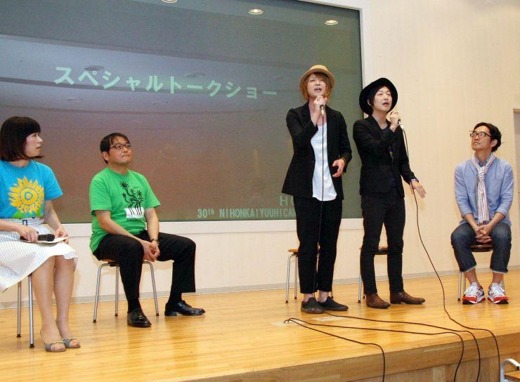 日本海夕日コンサートの出演アーティストなどが発表された記者発表会=20日、新潟市中央区