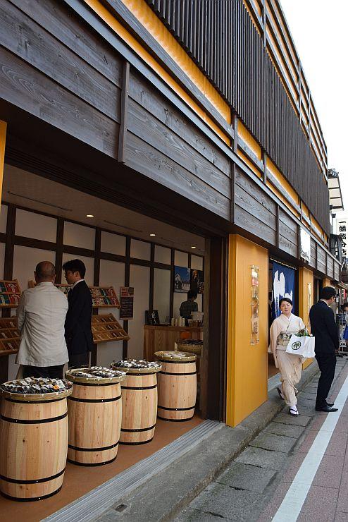 月岡温泉にオープンする「新潟地物プレミアムセレクション旨UMAMI」=22日、新発田市
