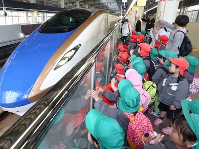 遠足で新幹線見学 金沢駅周辺の幼稚園など