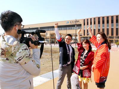 「ととまる」で飛越能元気に 新高岡駅前でグランプリCM撮影
