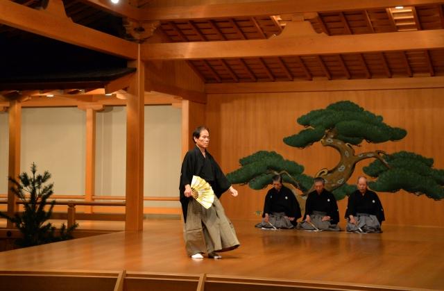 厳かな舞や謡などで施設の最後を飾った記念能楽大会=29日、福井市の福井能楽堂