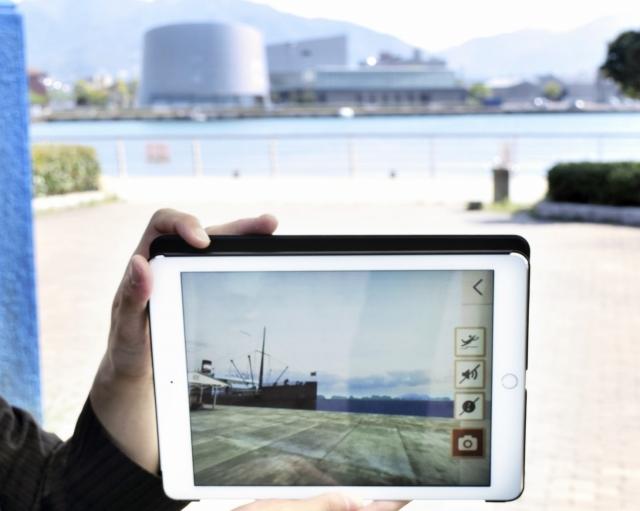 現在いる場所の昭和初期の様子をCGで再現するARアプリ=敦賀市金ケ崎町