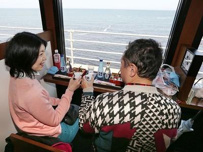 北陸新幹線沿線 癒やし満載 観光列車人気