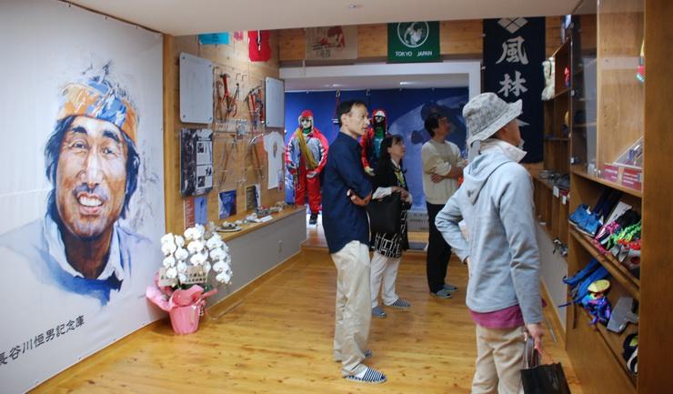 オープンした長谷川恒男さんの遺品などを展示する記念庫