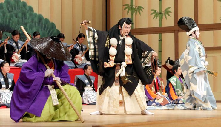 「勧進帳」を演じる小松市の子供役者=同市の県こまつ芸術劇場うらら