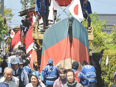 松本の神社で例大祭 青空の下「お船」勇壮に