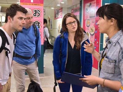 信大生らが松本の外国人観光客の動向著調査