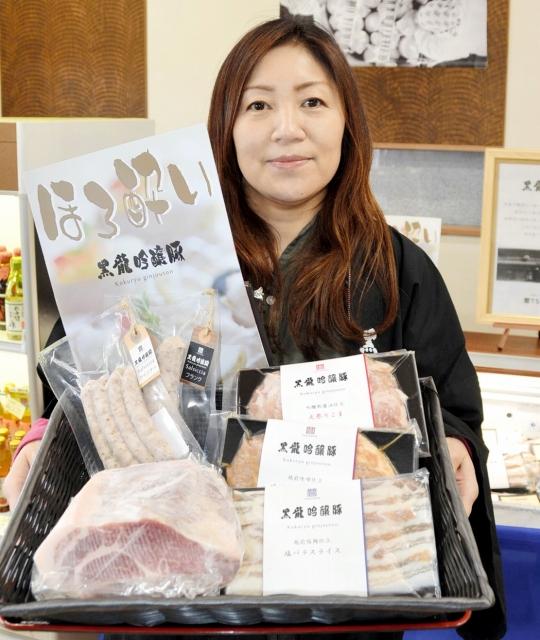 新開発されたブランドポーク「黒龍吟醸豚」の生肉や加工品=福井市の「ふくい鮮いちば」の生商直売店TSUTOYA