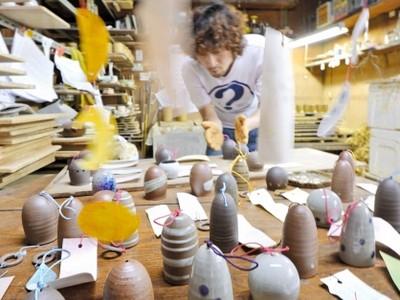 越前焼風鈴、涼やか音色 越前市の窯元で製作始まる