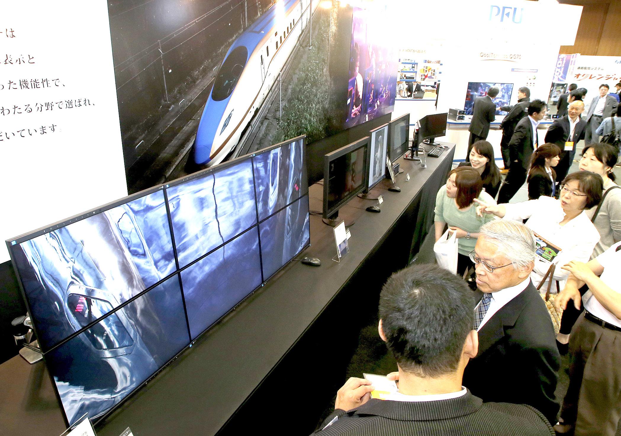 ICTを活用した機器が並んだeメッセの会場=14日午前11時20分、金沢市の石川県産業展示館1号館