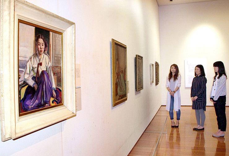 近代日韓の美術に焦点を当てる企画展=15日、新潟市中央区