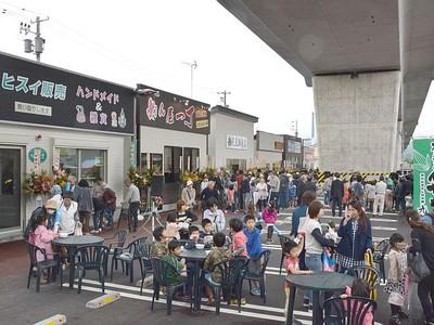 6店舗にぎわいの核に 高架下に商店街 「ピアタウン青海」開業 糸魚川