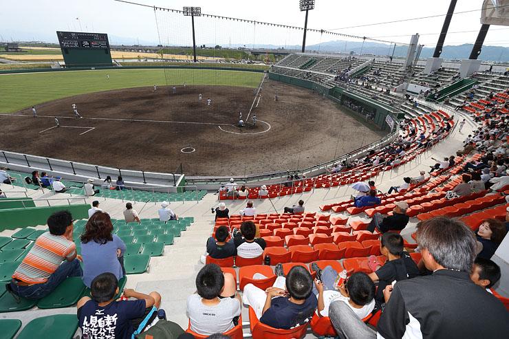 オープン記念の試合が行われたボールパーク高岡=高岡市千鳥丘町