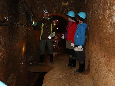 佐渡金山コース拡充 見どころさらに掘り下げ 国史跡「無名異坑」を初公開