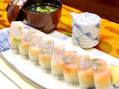 リピーター続出、甘エビの押し寿司 福井、三国湊の寿司割烹「与平」