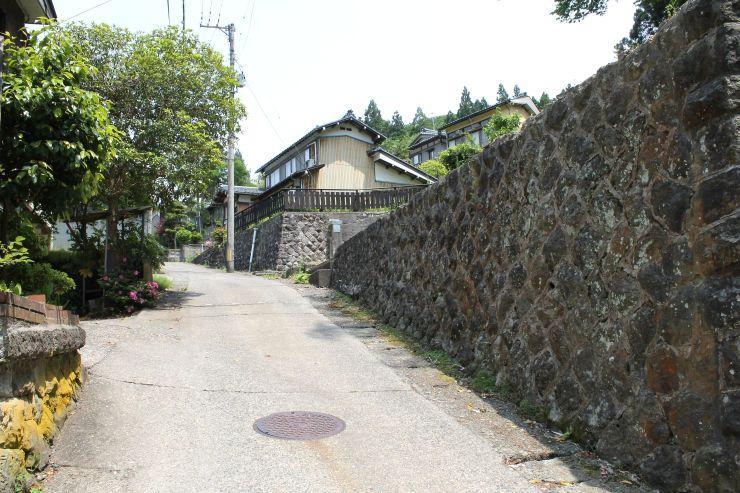かつて多くの宿が軒を連ねた湯田上温泉旧温泉街=28日、田上町