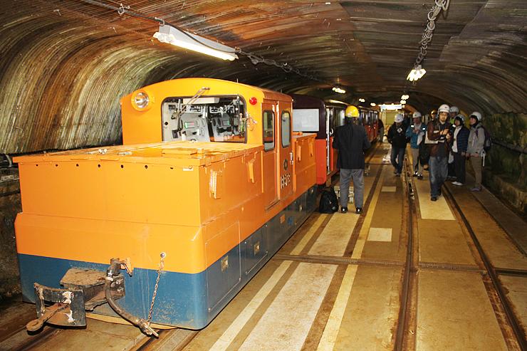 高熱隧道などを通る上部専用鉄道