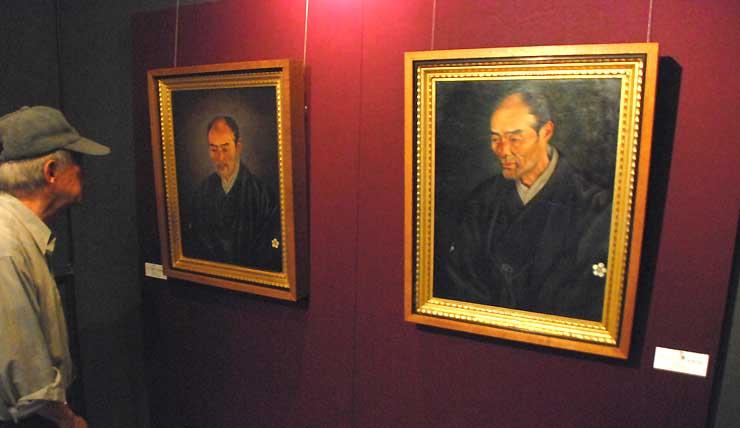 アートミュージアム・まどに展示されている、高橋由一が描いた山田荘左衛門顕善の肖像画2枚