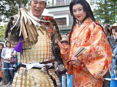 百万石の輝き、いざ出発 内藤利家と菊川お松 金沢市で行列