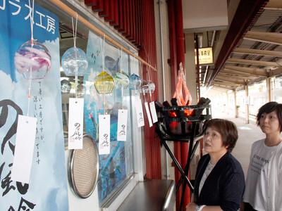 のと風鈴、涼感届ける 和倉温泉駅にお目見え