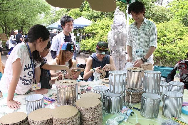 昨年のマルシェワンダーランドでワークショップを楽しむ来場者=福井県越前町の越前陶芸村
