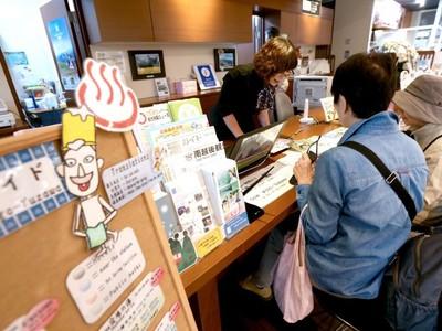 北陸新幹線14日開業3カ月 他路線への影響は 上越新幹線・たにがわ減便の湯沢 外国人客万来入り込み増