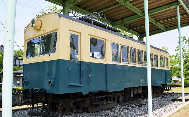 塗装され美しくよみがえった震災電車=福井市下馬中央公園