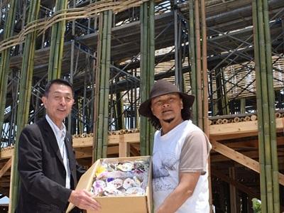 震災復興願う建築アート 新潟市長、台湾の作家激励 7月18日開幕「水と土の芸術祭」出品