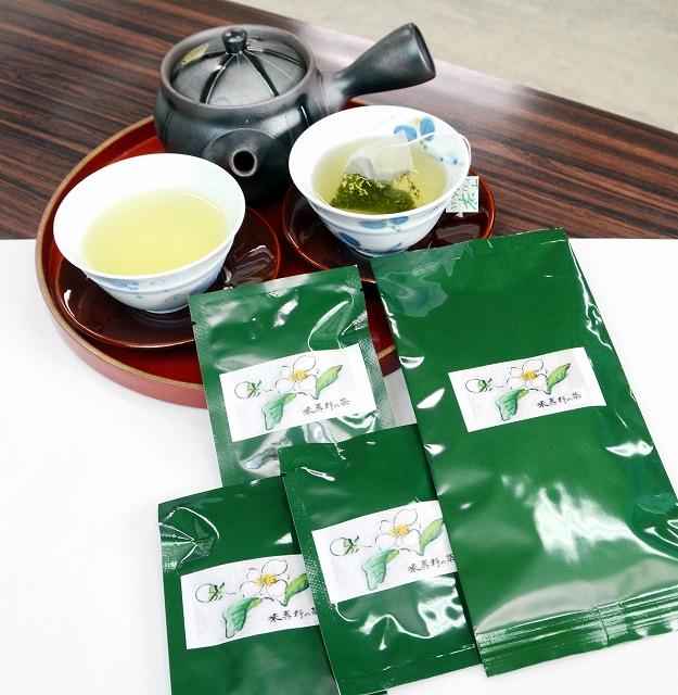 今年の販売が始まった味真野茶のティーバッグ。新商品として10個入りパック(右)が加わった