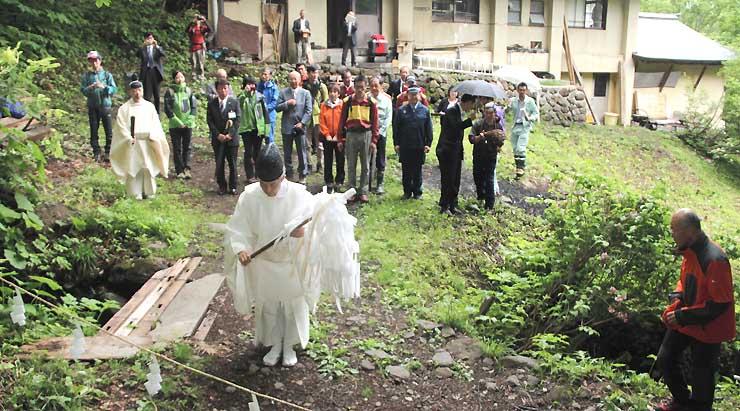 戸隠山の登山道入り口で行われた安全祈願祭