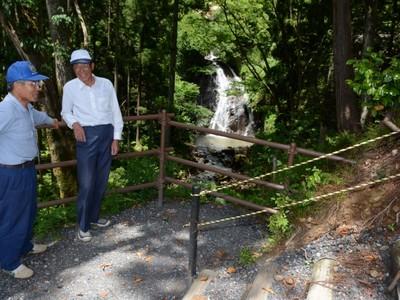 勝蓮花の滝、遊歩道や階段整備 越前市白山振興会