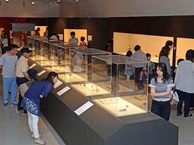 ファラオの秘宝に感激 福井で古代エジプト展