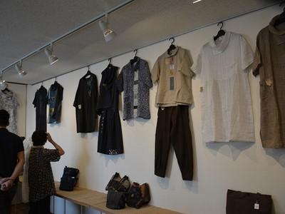 伝統の絣を現代風に 福井で衣服100点展示