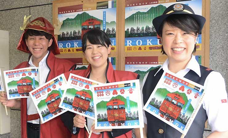 「旗いっぱいプロジェクト」への協力を呼びかけるしなの鉄道の社員