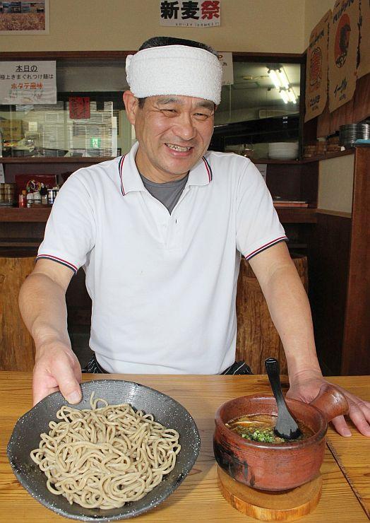地元の小麦を使った自家製麺が味わえる「塩つけ麺」=小千谷市