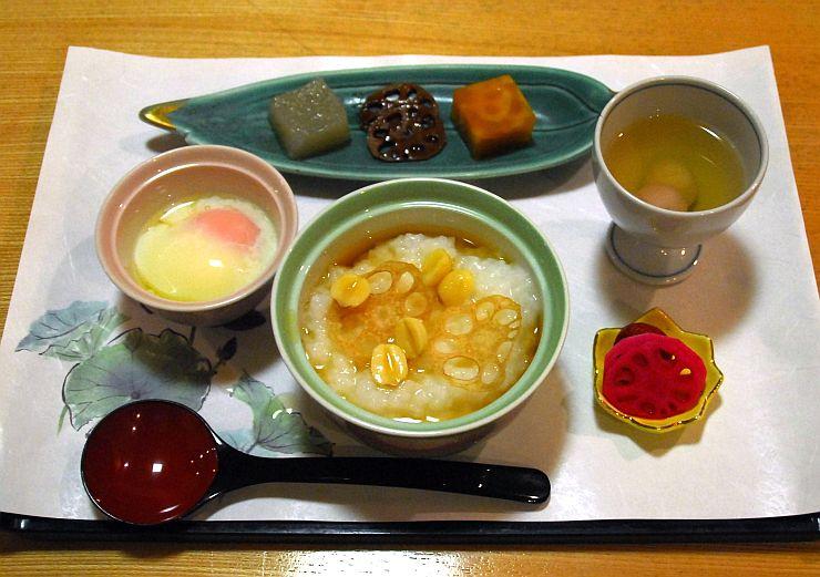 高田ターミナルホテルが24日から提供する「はすの朝粥」
