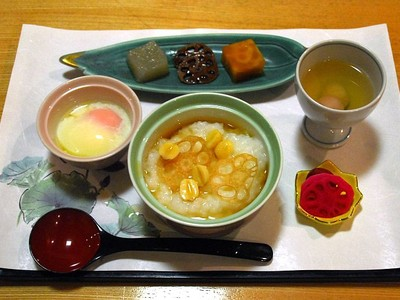 朝食にも蓮メニュー 高田ターミナルホテル 蓮まつりに合わせ「粥」提供