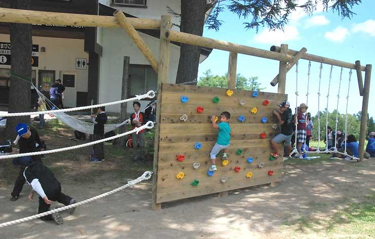 長坂ゴンドラリフト山頂の「やまびこ駅」近くに設けられた遊具